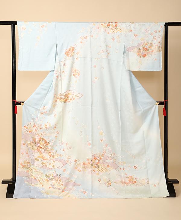 色留袖 一例 雲取りに花々